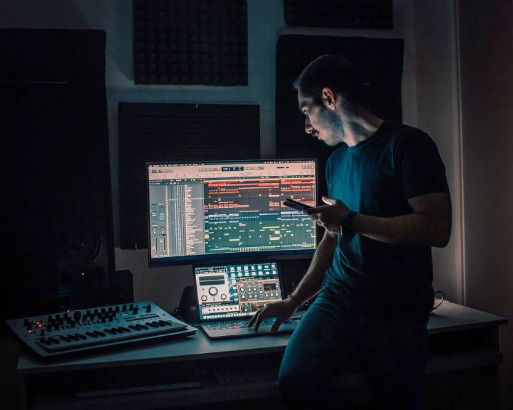 curved monitor - Best Monitor for Music Production